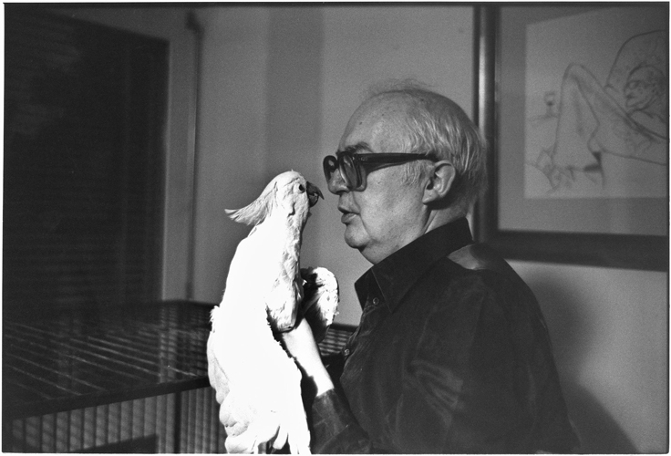 Friedrich Dürrenmatt avec son perroquet Lulu, 1979, photo : Peterhofen/Stern